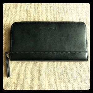 Banana Republic Black Leather Wallet EUC